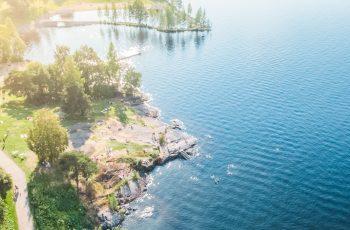 Visit_Tampere_Onkiniemi_beach_Näsijärvi_lake_Summer_drone_view_Laura_Vanzo-2 (1)